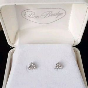 950 Platinum white gold 1.02ct VS diamond earrings